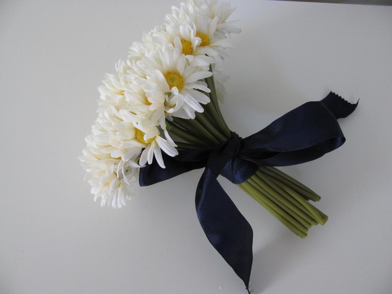 wedding bouquet of daisies bridesmaid bouquet daisy